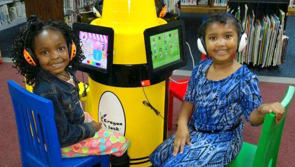 kids picture with kiosk
